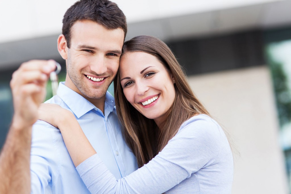 happy-couple-buying-car-private-seller